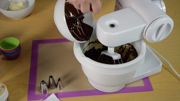 Cupcakes-Rezepte-Chocolate-Dream-Schoko-Cupcake-Schoggi-einruehren