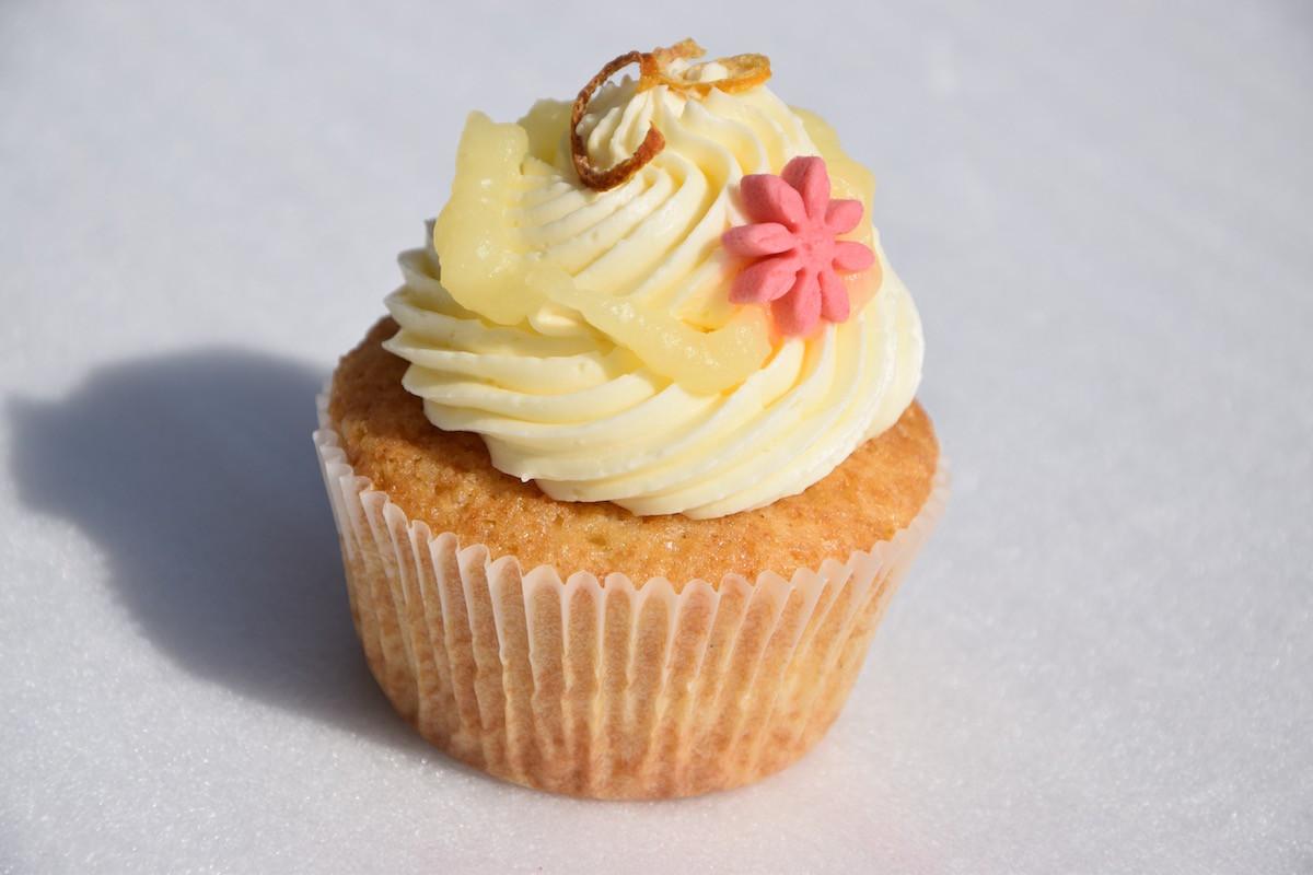 lemon love zitronen topping lella 39 s cupcakes. Black Bedroom Furniture Sets. Home Design Ideas