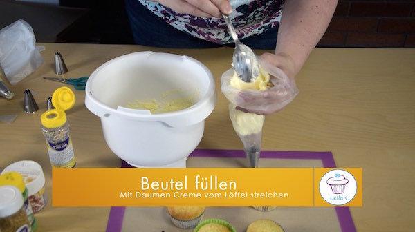 Rezept-fuer-leckere-Cupcakes-Zitronen-Topping