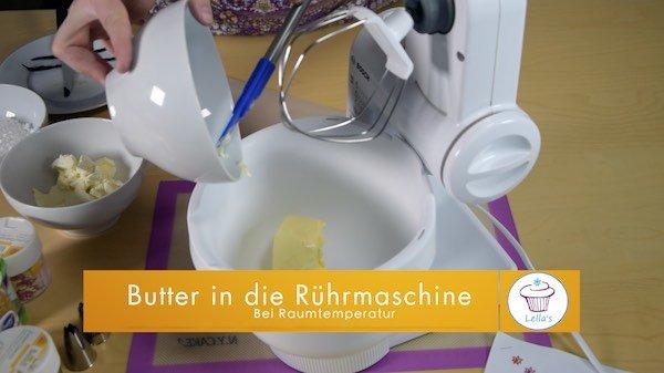 Vanille-Cupcake-Butter-in-die-Ruehrmaschine